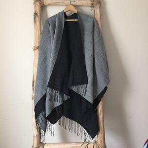 Sweaters - Reversible Black & Grey Shawl